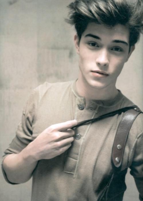 Dünyanın En Yakışıklı Genç Erkekleri
