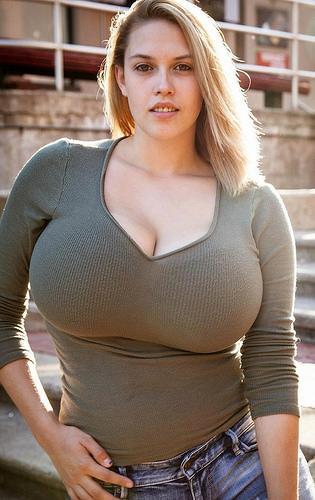 Голые тетки с большими буферами фото